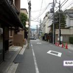 見上げてびっくり京都姉小路通に並ぶ老舗看板が凄い!