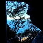 青年空海の見た風景。高知県「新村不動堂」の青い空と海