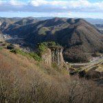 怖いけど絶景!青森県二戸市の「男神岩」
