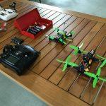 ドローンレースや操縦が楽しめる屋内施設「ACRO+(アクロプラス)」