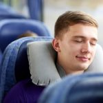 高速バス・夜行バスでも快適に睡眠をとる方法